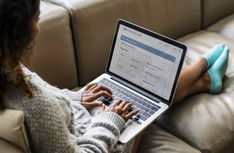 Przelewy tradycyjne w e-commerce – czy wciąż mają sens?