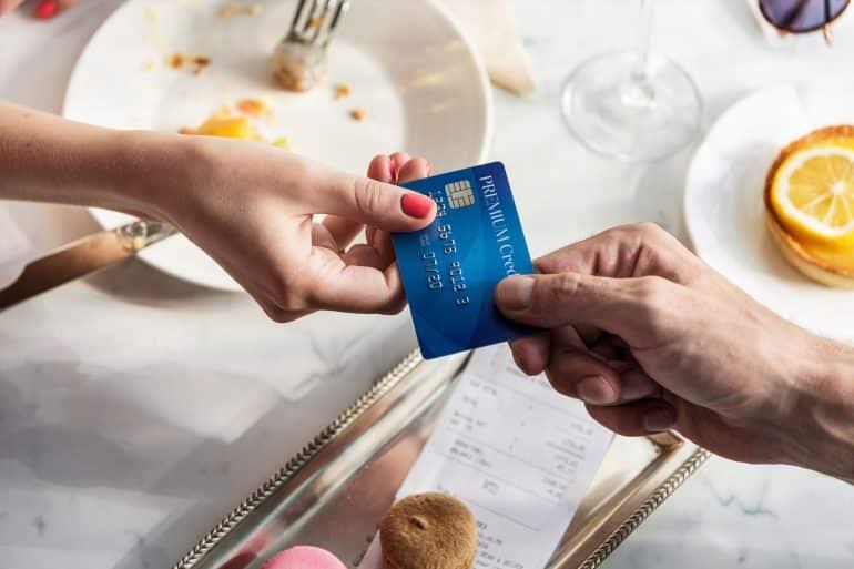 Karta MasterCard Combo – idealna, gdy braknie środków na koncie