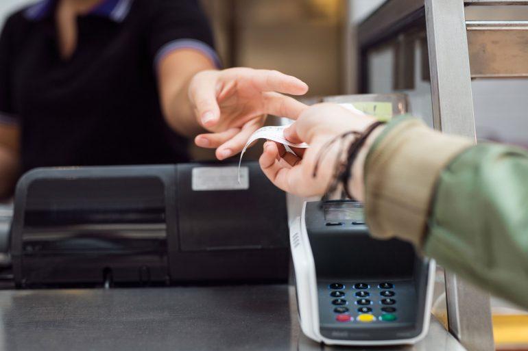 Karty debetowej nie kupisz w Żabce